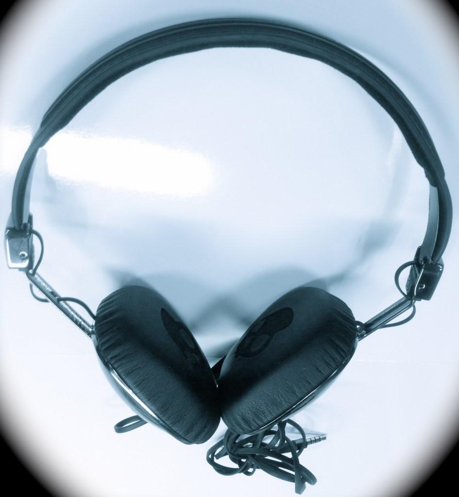 Skullcandy Navigator On-Ear Headphones Review - Analie Cruz - Tech We Like -  Full View