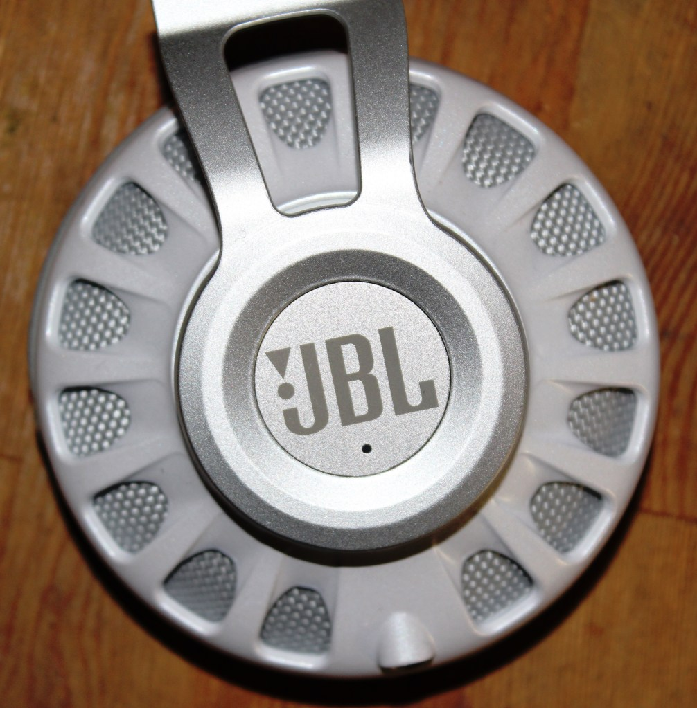 JBL Synchros S700  Headphones  Review -JBL-Synchros-S700-Analie-Cruz (3)