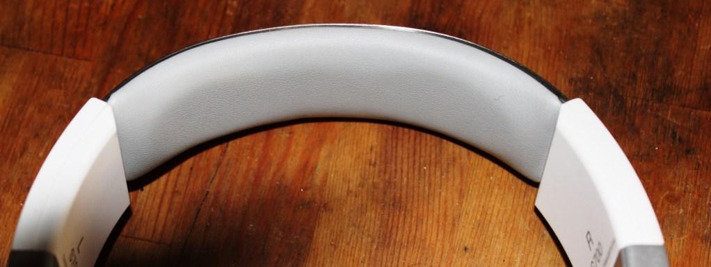 JBL Synchros S700  Headphones  Review -JBL-Synchros-S700-Analie-Cruz (4)