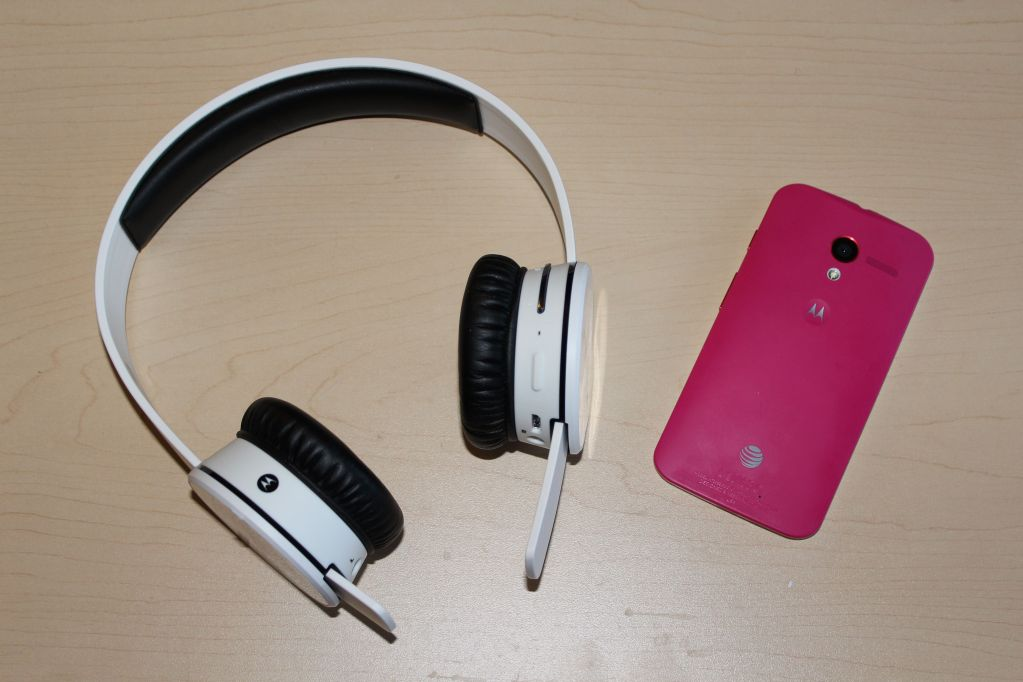 Sol Republic x Motorola Tracks Air Headphones Review - Analie Cruz - Tech WE Like With Moto X Pink Back Cover