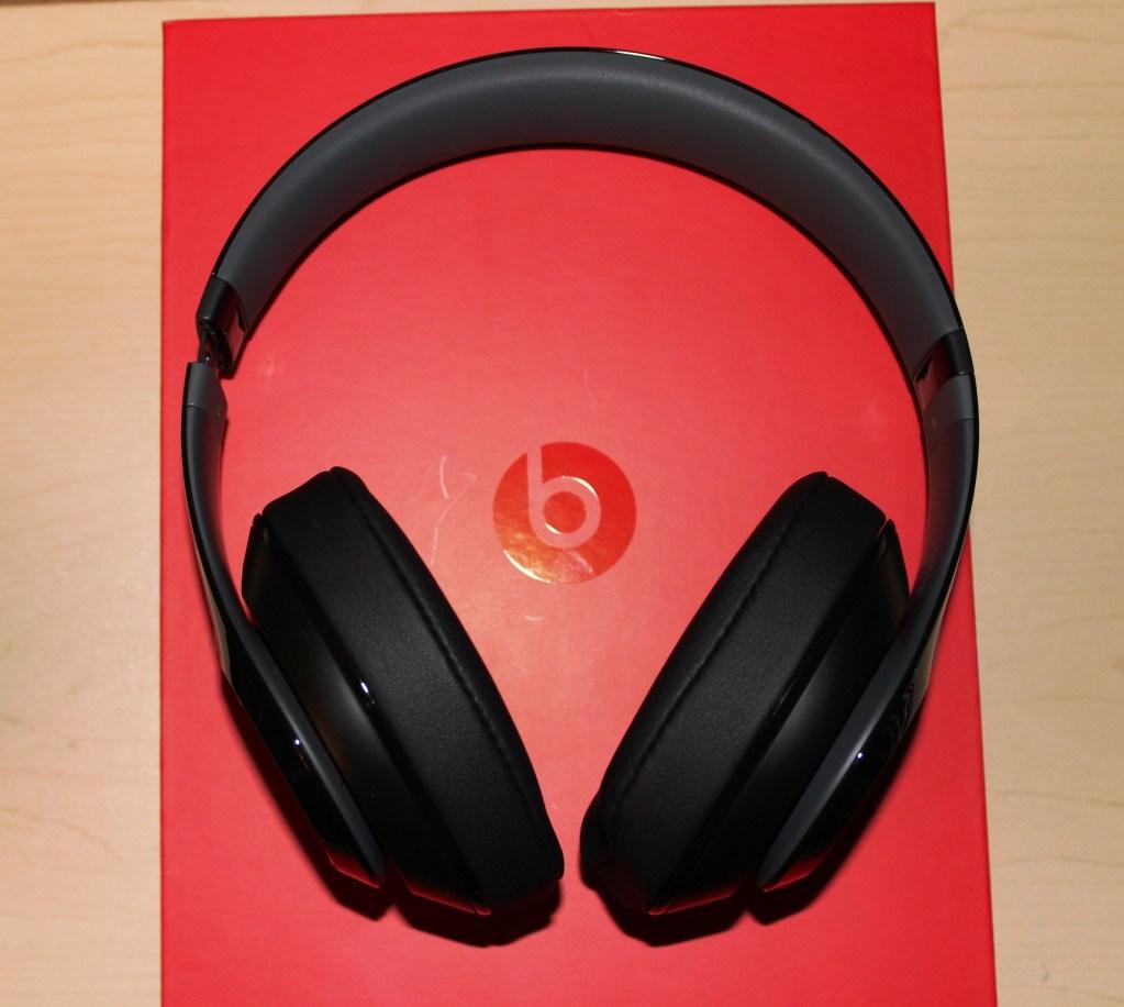 Beats Studio Wireless Headphones Review - Beats by Dre - Tech We Like - Cruz (25)