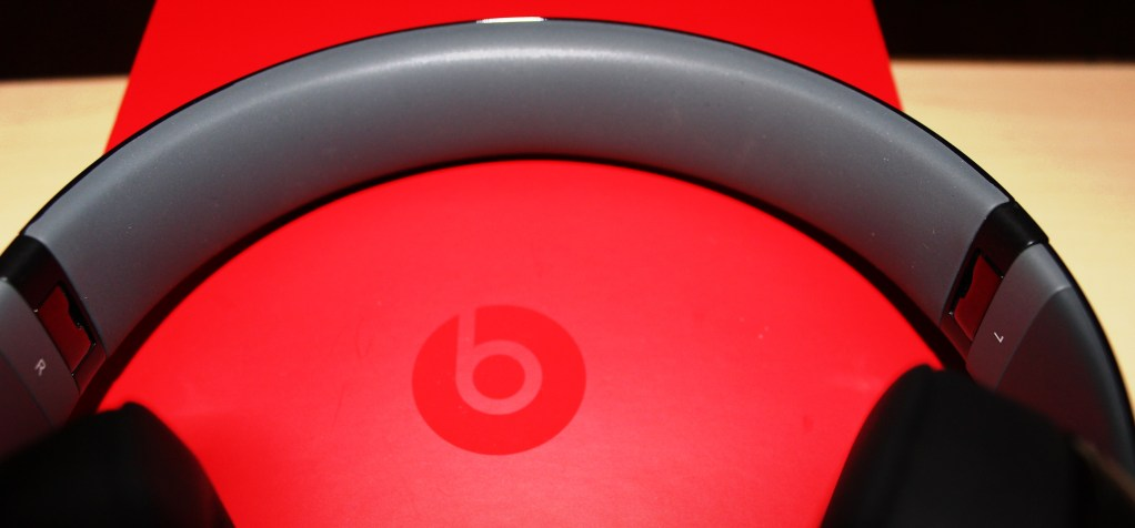 Beats Studio Wireless Headphones Review - Beats by Dre - Tech We Like - Cruz (27)