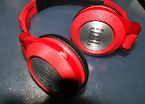 JBL Synchros E40BT Headphones Review Official - On-Ear -Tech We Like (17)