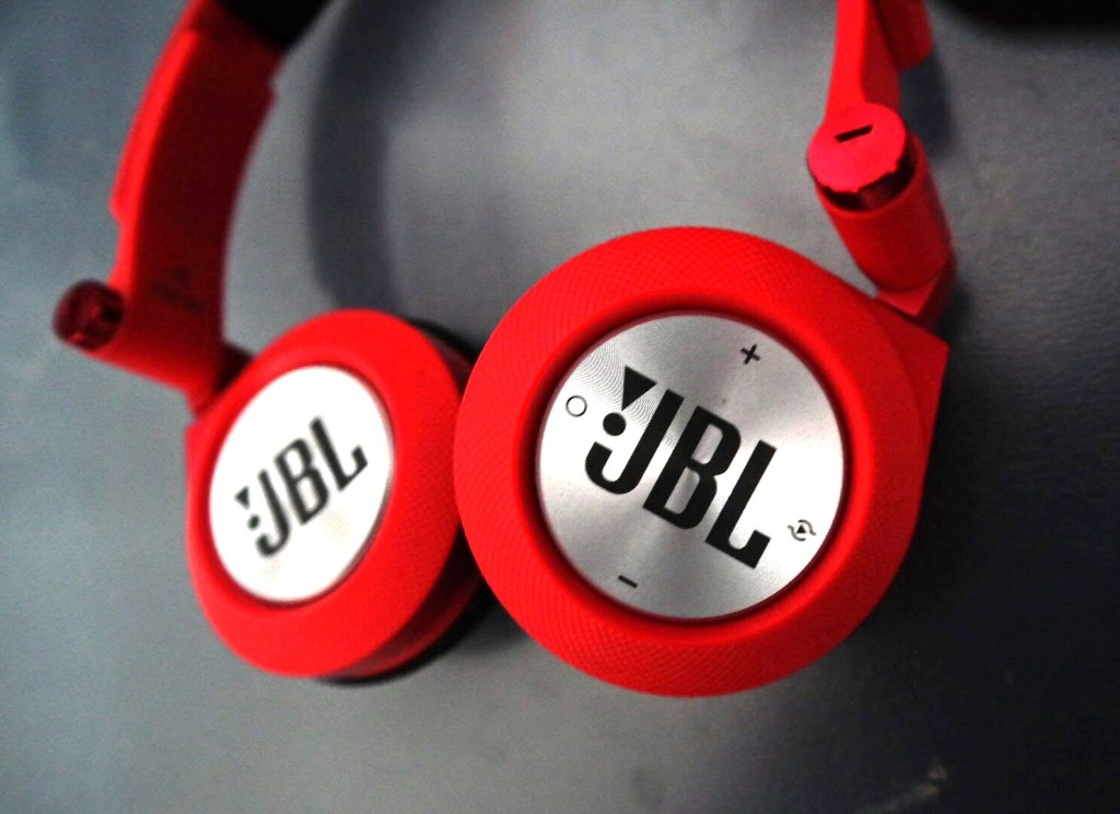 JBL Synchros E40BT Headphones Review Official - On-Ear -Tech We Like (4)