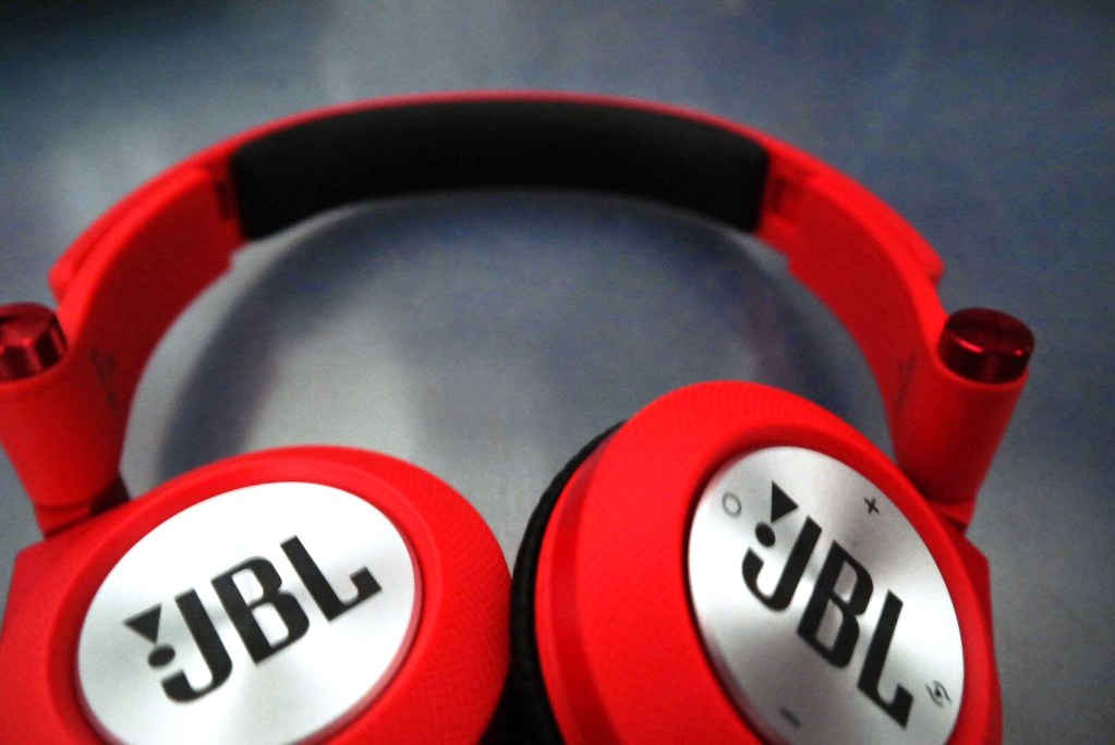 JBL Synchros E40BT Headphones Review Official - On-Ear -Tech We Like (5)