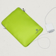 Eagle Creek Pack-It System Specter Laptop and Tablet Sleeve Review- power port