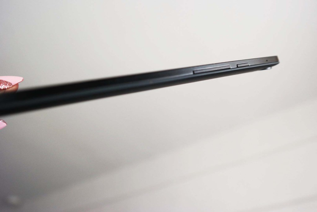 HTC Nexus 9 Review Google Tablet - Side Buttons