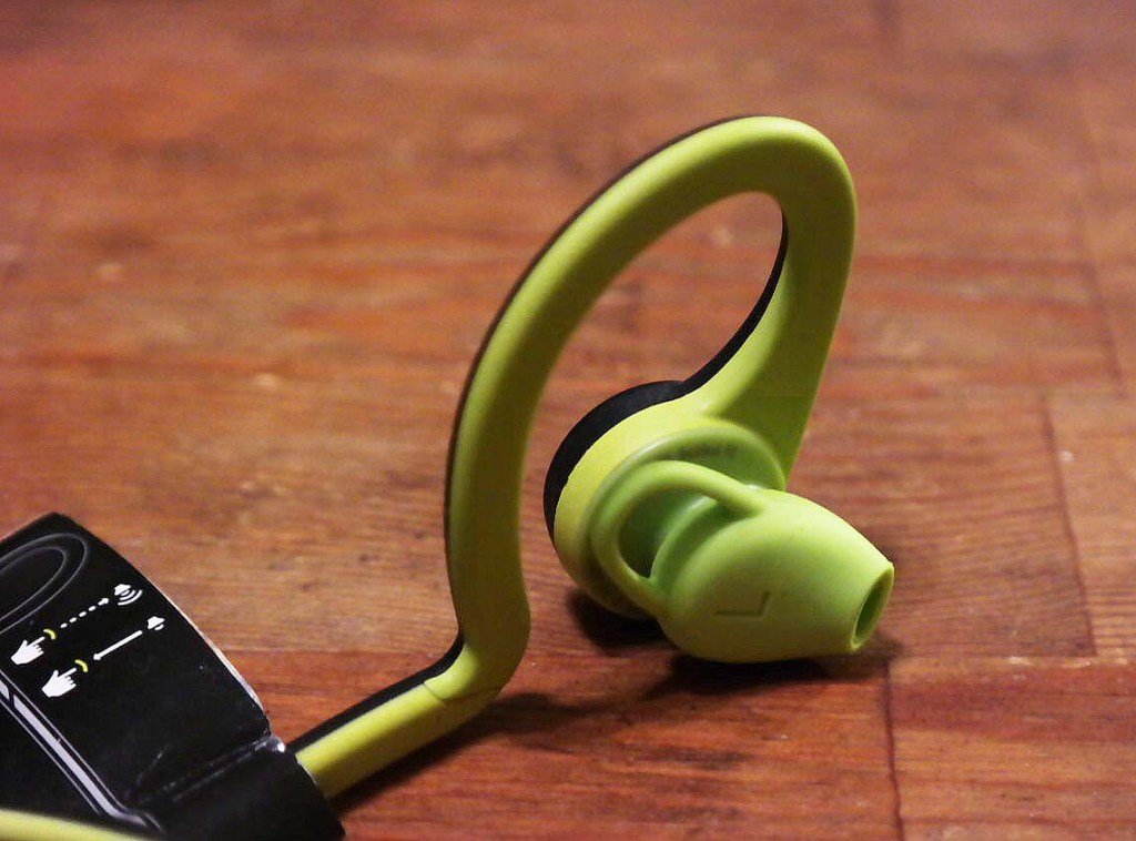 Loud earbuds with bass - comfortable earbuds with volume control