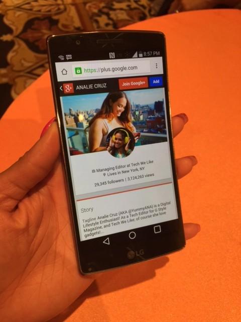 LG G Flex 2 Smartphone - CES2015 - Analie Cruz  (3)
